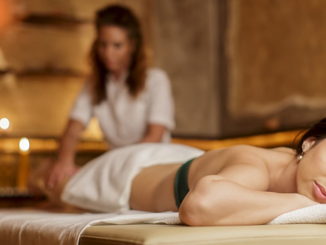 Lettini in legno per massaggio estetico e curativo
