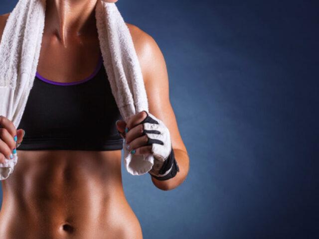 5 esercizi per mantenersi in forma a casa